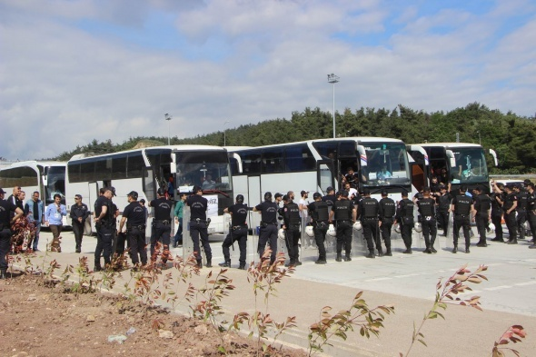 Beşiktaş otobüslerinde sopa ve bıçak bulundu