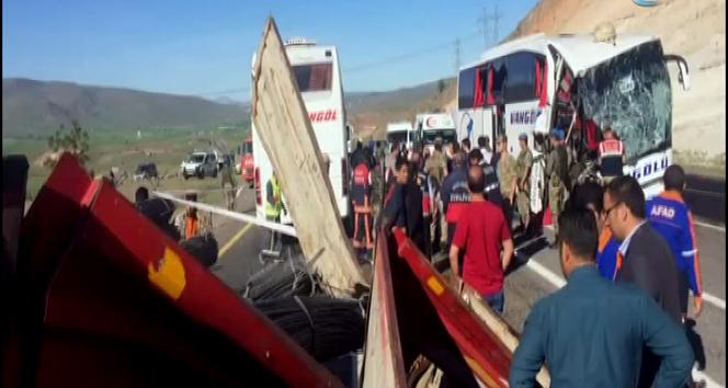Elazığda otobüs kazası: 2 ölü, 30 yaralı