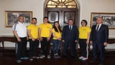Bilek Güreşi Şampiyonları Vali  İsmail Çataklıyı ziyaret ettiler