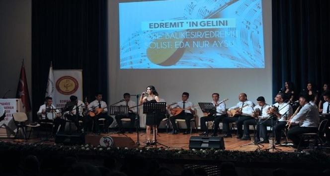 Öğrencilerden Türk Halk Müziği konseri
