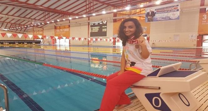 Engelliler yüzme branşında bronz madalya kazandı