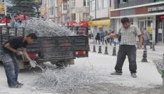 Belediyenin yol çalışması hurdacılara ekmek kapısı oldu