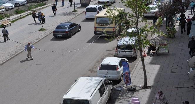 Karsta gelişi güzel park edilen araçlar sorun olmaya devam ediyor