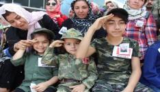 Üç yetimden babalarına asker selamı