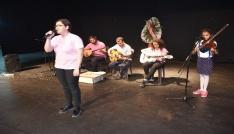 Kahta Fen Lisesi öğrencilerinden şiir ve müzik dinletisi