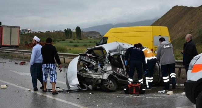 Otomobil takla attı: 3 ölü