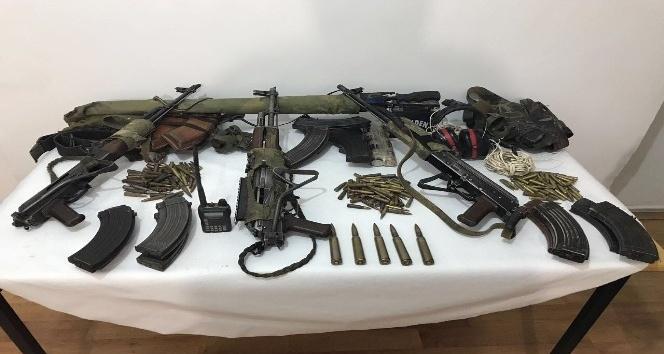 Öldürülen 3 teröristten çok sayıda mühimmat çıktı