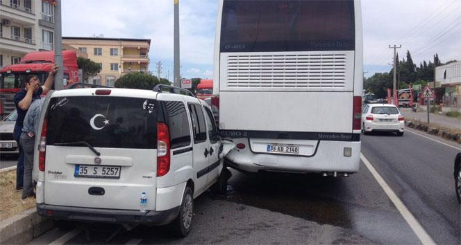 Kamyonet ile otobüs çarpıştı: 4 yaralı