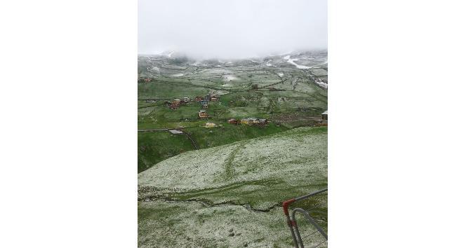 Rizede kar yağdı.