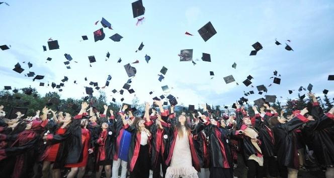 OKÜde mezuniyet coşkusu