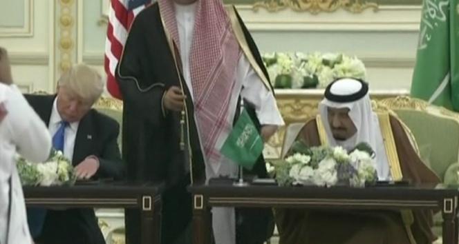 Suudi Kralı Salman ve Trump arasında imzalar atıldı