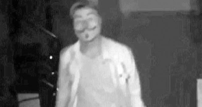 V maskeli hırsız kameraya takıldı