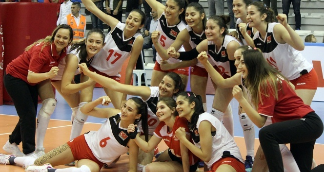 U20 Bayan Voleybol Milli Takımımız 2de 2 yaptı