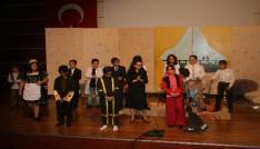 Küçük tiyatroculara büyük alkış