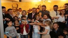 Hüsnü Şenlendirici, Uşak Belediyesi Sanat Akademisinin açılışına katıldı