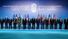 KEİ 25. kuruluş yıldönümü zirvesinde liderler aile fotoğrafı çektirdi