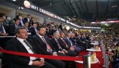 Bakan Çağatay Kılıç, Fenerbahçenin tarihi başarısını kutladı