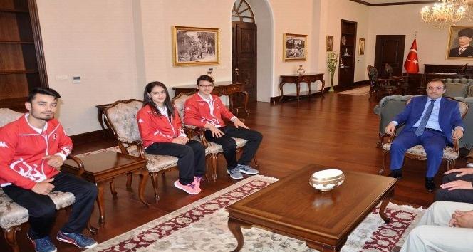 Vali Çataklı Şampiyon Gençleri kabul etti
