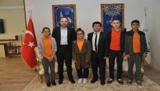 Bilgi ve Kültür Yarışması birincileri Başkan Ayazı ziyaret etti