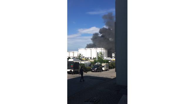 İkitelli Organize Sanayi Bölgesinde çıkan yangın paniğe neden oldu