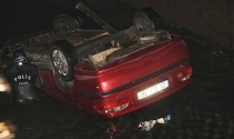 Adanada otomobil sulama kanalına uçtu: 1 ölü 1 yaralı
