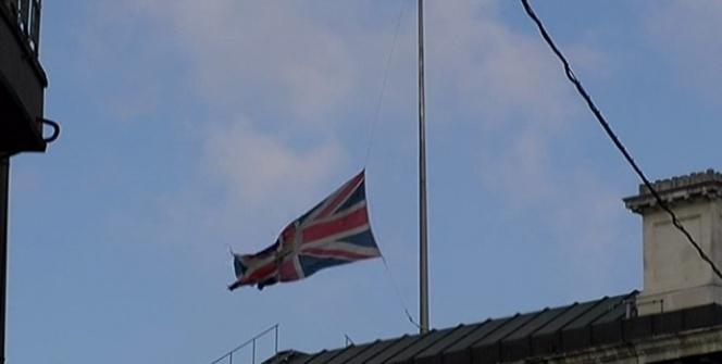 İngiltere Başkonsolosluğunda bayraklar yarıya indirildi