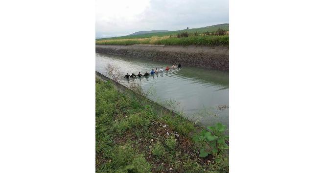 Otomobil sulama kanalına uçtu: 1 ölü