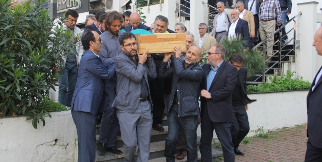 Gazeteci Akif Emre hayatını kaybetti!