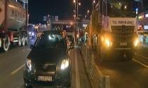 Bakırköyde çarpışan otomobillerden biri metrobüs yoluna daldı: 1 yaralı
