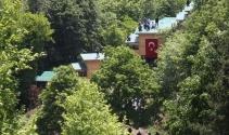 Yuvacık Barajı çevresindeki kaçak yapıları yıktırmamak için çatıya çıktılar