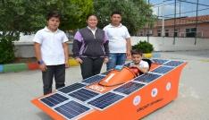 Ortaokul öğrencileri güneş enerjisi ile çalışan araba yaptı