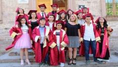 Ayvalık Gazi Ortaokulunda kep fırlatma heyecanı