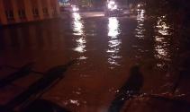 Başkentte taşan derenin suları hayatı felç etti