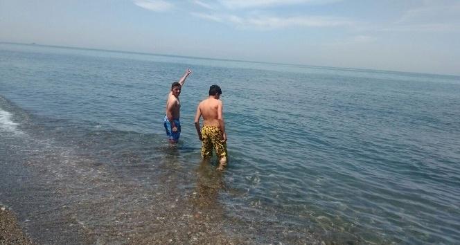 Batı Karadenizde gençler deniz sezonunu açtı