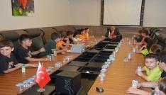 Başkan Eşkinat öğrencileri ağırladı