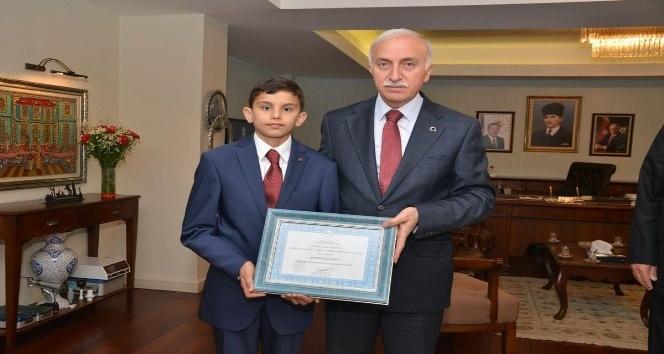 Vali Şahinden Türkiye birincisine ödül