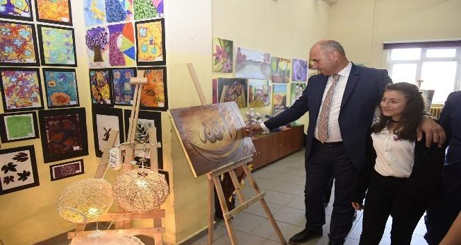 Başkan Togar, öğrencilerin sergisini gezdi