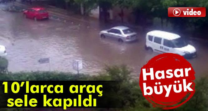 Otomobiller sel sularına kapıldı