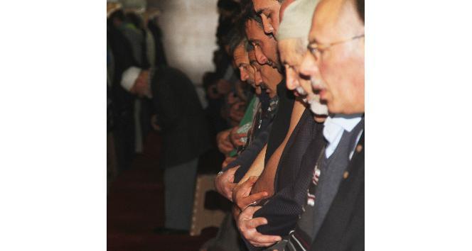 Sivasta 821 yıllık camide teravih