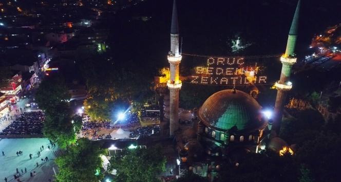 Yurt genelinde teravih namazı kılındı, camiler doldu taştı