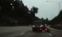Singapurda Korkunç kaza kamerada