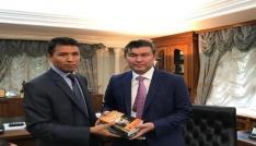 Kazak Türklerinden Saparbekulye ziyaret