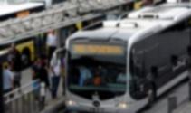 Metrobüs bariyerlere çarptı: 5 yaralı