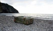 İçinde 20 adet el bombası bulunan sandık Karadenizde kıyıya vurdu