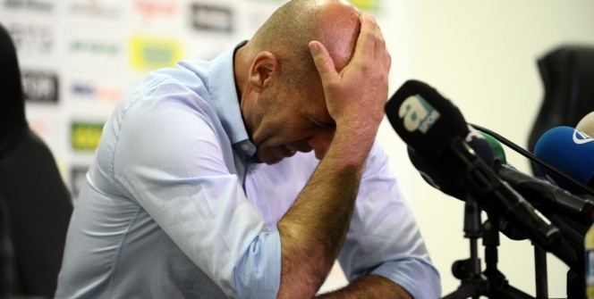 Adnan Örnek gözyaşlarıyla görevi bırakacağını açıkladı