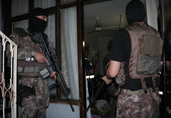 500 polisle şafak vakti uyuşturucu operasyonu