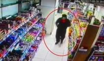 Çalıştığı marketin başka bir şubesini silahla soydu