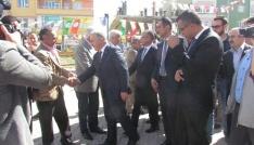 Bakan Arslan, Tuzlucada esnaf ziyaretinde bulundu