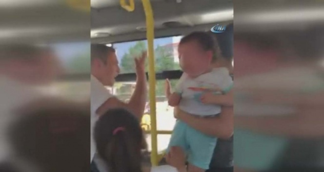 Kucağında bebekli kadın yolcunun üzerine yürüdü.