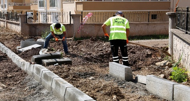 Feslikan bölgesinde kaldırım ve asfalt çalışmaları